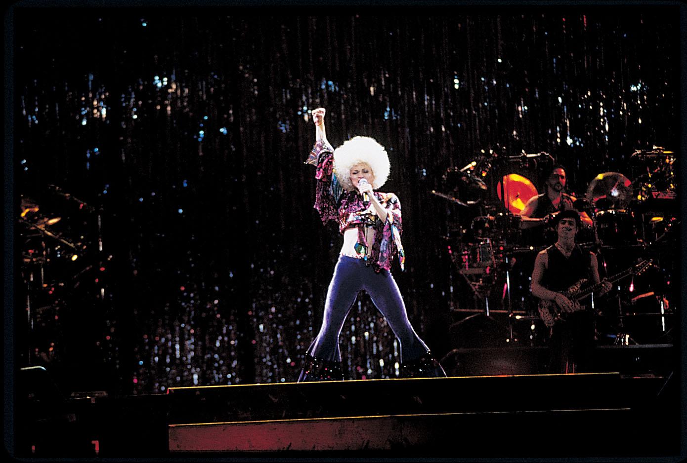 """Madonna pendant le spectacle """"Girlie Show"""" au Stade Olympique de Montréal le 23 octobre 1993"""